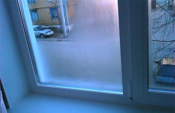 Почему потеют пластиковые окна и как это можно устранить?