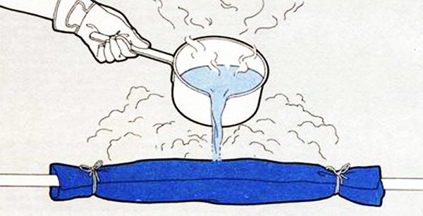 Пример как отогревать трубу кипятком
