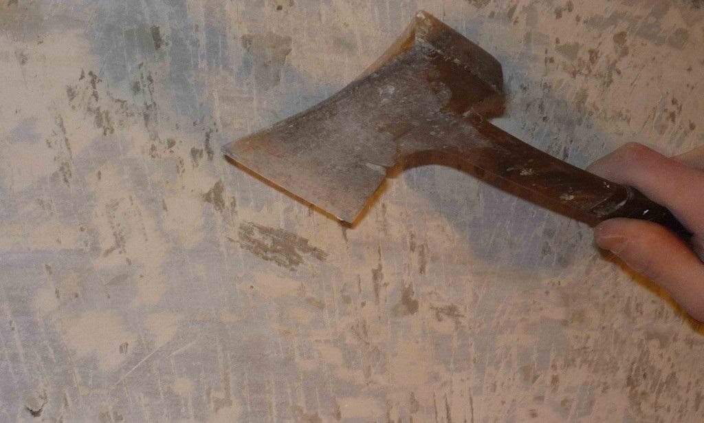 Демонтаж краски топором